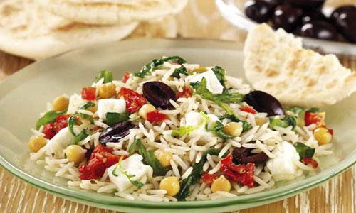 Салат с рисом и сыром фета