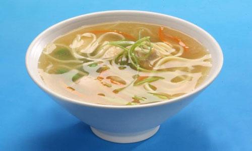 Куриный суп с рисовой вермишелью