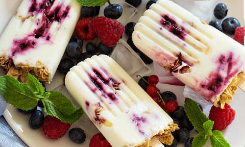 Замороженный йогурт с овсянкой и ягодами