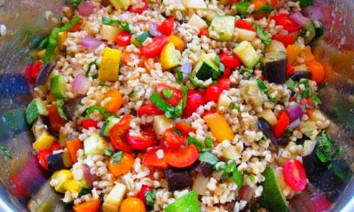 Овощной салат с перловкой