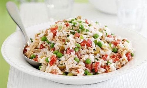 Салат з рисом і тунцем